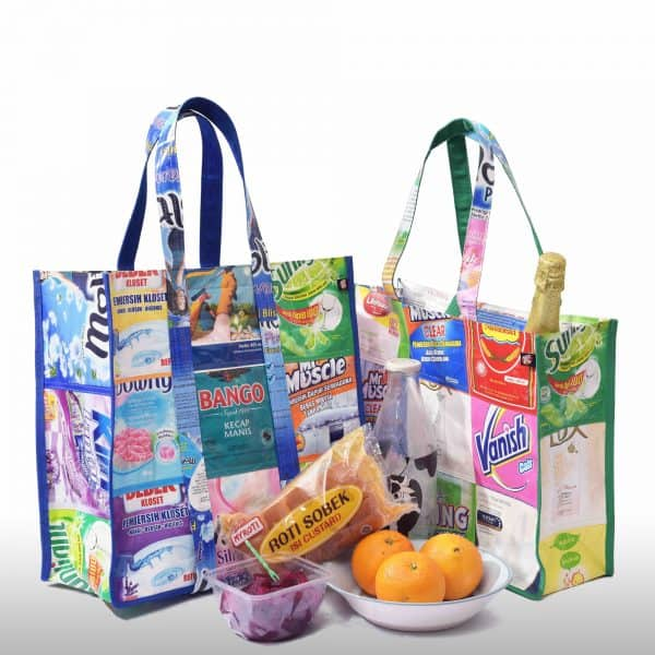 XSProject Classic tote with Super tote on a picnic after shopping