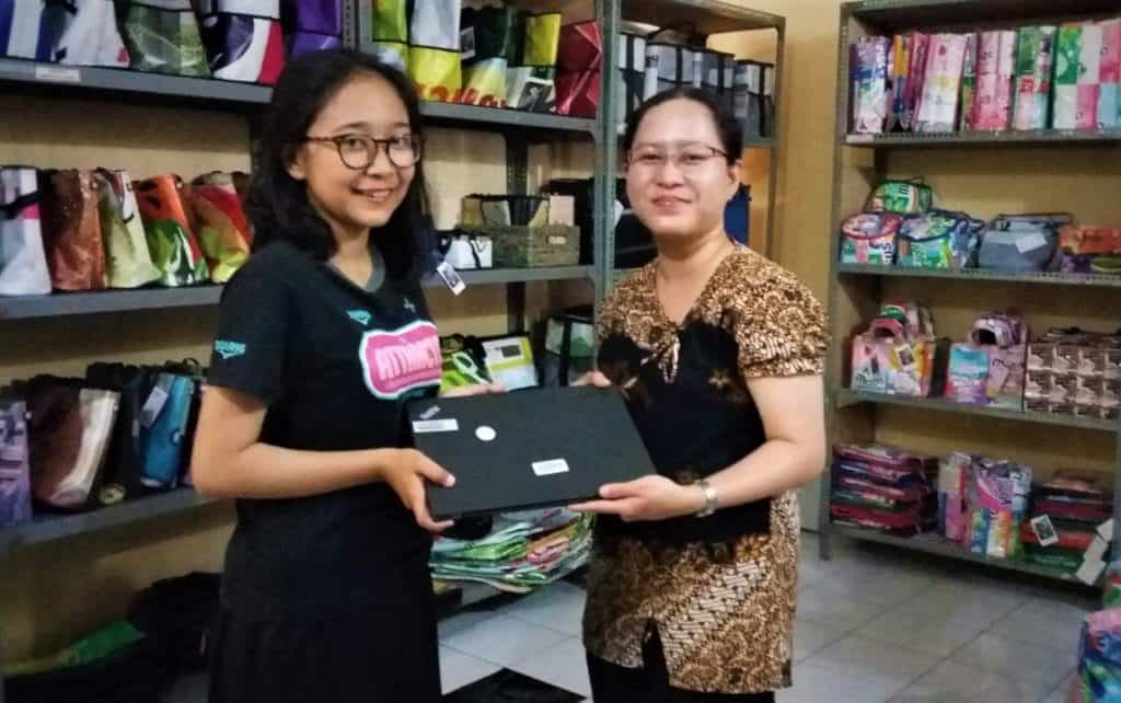 Graduate Fifi Gets her Laptop from XSProject's Any