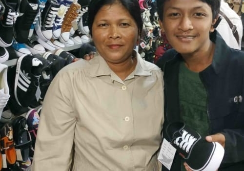 Choosing a pair of new shoes with mom - XSProject